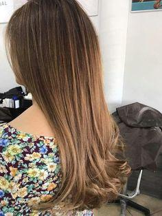 Aplicación de tinte nbc  6.22 Rubio oscuro nacarado + 6.34 Rubio claro dorado cobre. My Hair, Hair Color, Hair Beauty, Classy, Long Hair Styles, Stylish, Pretty, Beautiful, Hairstyles