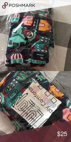 Lularoe tall and curvy gnome leggings BNWT in bag Never opened. My fav print. So fun! Who doesn't love gnomes?!?! Only selling bc I need a dif size :( LuLaRoe Pants Leggings