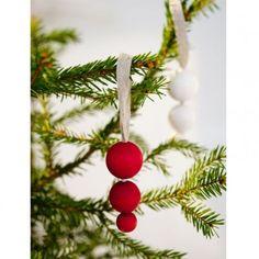 Aarikka PAKKASPALLOT Weihnachtsbaumschmuck aus Holz, Motiv Eiszapfen, 11 cm hoch, 2er Pack, weiß  Mit diesem Weihnachtsbaumschmuck kommt Vorfreude auf - die typische Aarikka Formensprache der runden Holzkugeln findet sich auch hier und interpretiert den klassischen Eiszapfen neu.  Erhältlich in den Farbvarianten rot und weiß.  Das Unternehmen AARIKKA: Aarikka ist neben iittala und marimekko eine der großen Design-Marken aus Finnland.