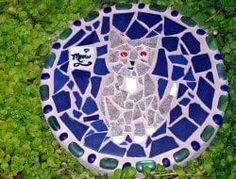 DIY Garden Stepping Stones – The Owner-Builder Network Garden Steps, Diy Garden, Garden Crafts, Stepping Stones Kids, Mosaic Stepping Stones, Mosaic Garden Art, Mosaic Diy, Mosaic Crafts, Stone Flower Beds