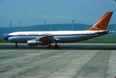 South African Airways Airbus in Durban October 1979 - courtesy Scanavphoto Passenger Aircraft, Air Photo, Air Travel, Airplanes, South Africa, 1970s, Aviation, Jet, Commercial