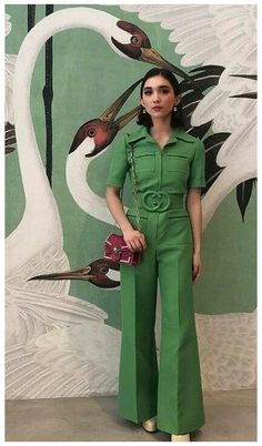 Monochrome Outfit #trendy #jumpsuit #street #styles Love this trendy jumpsuit. | What a stylish look. 70s Inspired Fashion, 60s And 70s Fashion, Retro Fashion, Vintage Fashion, Quirky Fashion, Monochrome Outfit, Monochrome Fashion, 70s Outfits, Cute Outfits