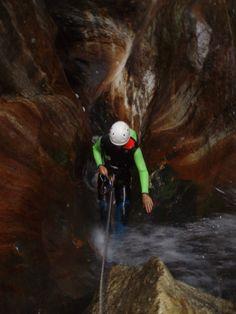 Rápel en el Barranco Chico, en el Valle de Benasque (Huesca). Canyoning in Spain. http://tryton.es/actividades/descenso-de-barrancos/barrancos-nivel-1/