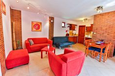 Tágas nappali a családi Apartmanunkban Lounge, Couch, Furniture, Home Decor, Chair, Airport Lounge, Homemade Home Decor, Sofa, Lounges