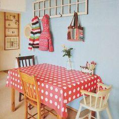 tablecloth.  adorable ce petit coin repas