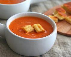 Heerlijke tomaten room soep! Huisgemaakt zonder room! Huh? Ja echt, alle ingredienten in de ovenschaal, wachten door de blender en echt zulke lekkere tomatensoep heeft geen mens gegeten! Echt heeeeeerlijk! En zonder zakjes, pakjes. Hmmm... krijg spontaan trek!