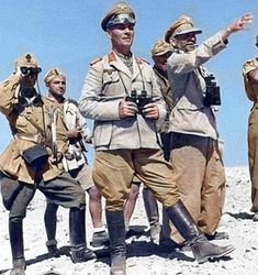 The big General F. German Soldiers Ww2, German Army, Ww2 History, Military History, Afrika Corps, Erwin Rommel, German Uniforms, War Photography, Military Diorama