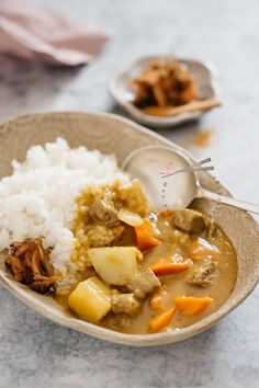 Japanese curry rice is an ever-popular and delicious Japanese take away food. This Japanese curry rice recipe is versatile. It can be made with different types of protein sources such as Beef, Chicken, Pork and Seafood. Also, any vegetables can be used. Japanese typically use curry roux to make curry. Learn how to make easy Japanese curry rice with my step by step recipe and video. #Japanesecurry #Curry #curryrice #Japanesetakeaway #Japanesecurryrecipe #Japanese #chicken #beef #Japaneserecipe Curry Recipes, Pork Recipes, Asian Recipes, Cooking Recipes, Ethnic Recipes, Asian Foods, Seafood Recipes, Japanese Takeaway, Japanese Food