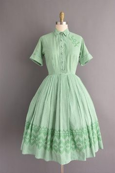 aa6ffd7481a8f5 1950s dress green gingham print short sleeve full skirt | Etsy 50er Jahre  Jahrgang, Vintage