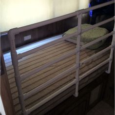 They Made A Safety Barrier To Create A Safe Rv Bunk Bed Crib This Is Terrific Lots Of Pics Rving With Kids Ideas Pinterest Bunk Bed Crib