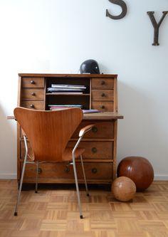 sekret r 1 klappe 2 t ren 1 schublade holz massiv. Black Bedroom Furniture Sets. Home Design Ideas