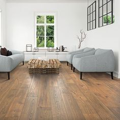 These Beautiful Planks Of Pergo Timbercraft Valley Grove Oak Feature A Rich Amber Color With Touches