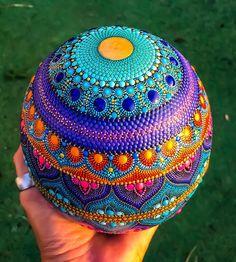 No photo description available. Mandala Art, Mandala Painting, Mandala Design, Dot Art Painting, Painting Patterns, Stone Painting, Mandala Painted Rocks, Mandala Rocks, Bowling Ball Art