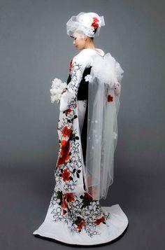 Yumi Katsura 桂由美 -和装コレクション- : 大振袖モダンローズ on Fino BRIDALHOUSE