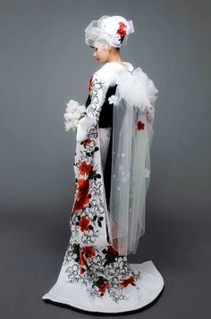 Bridal kimono with veiled obi! What a beautiful fusion of modern and traditional.