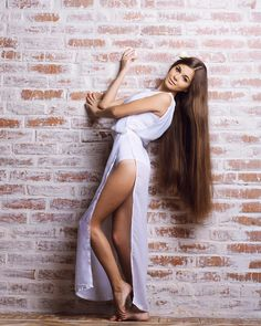 A straight Italian Guy, Lover of Long, Silky Hair. Beautiful Long Hair, Gorgeous Hair, Stunning Redhead, Stunningly Beautiful, Natural Hair Styles, Long Hair Styles, Very Long Hair, Silky Hair, Sexy Legs