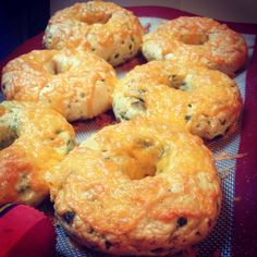 Sharp Cheddar Jalapeño Bagel Recipe :: Little Paula Deen (jalapeno cheese bites) Jalapeno Cheese, Cheese Bagels, Cheddar Cheese, Ny Style, Paninis, Sourdough Bagels, Gourmet, Recipes, Bread Recipes