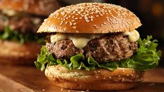 Sweet & Spicy Turkey Burgers I had these last night they are delicious! Spicy Turkey Burgers, Turkey Recipes, Chicken Recipes, Supper Recipes, Supper Meals, Easy Weeknight Meals, Yum Yum Chicken, Everyday Food, Sweet And Spicy
