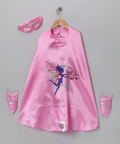 It's a bird, it's a plane! Budding crime-fighters are sure to triumph over boredom in this satin superhero outfit. With a mask, wristbands and a bold graphic cape, this league of extraordinary accessories takes the day's fun factor up, up and away!