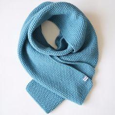 Grande écharpe bleu en laine et alpaga tricotée main en point de riz fd310373e89