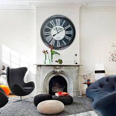 Tempus fugit! Além de funcionais os relógios são coringas na #decoração seja de casas, seja de escritórios, combinam com qualquer ambiente deixando-os com muito charme e estilo. Se for para o tempo passar, que passe com muito estilo!