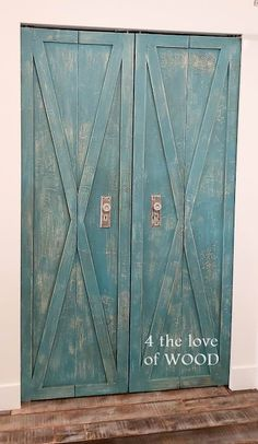 BEAUTIFUL BLUE PAINT TUTORIAL - using annie sloan paints and wax Annie Sloan Paints, Instagram 4, Dark Wax, Yellow Painting, Paint Finishes, Vintage Wood, Diy Woodworking, Paint Colors, Blue And White