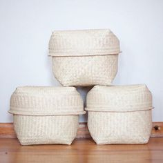 Lidded Gran Hierba baskets are woven with larger sturdier palm! I love the slightly square and masculine shape it has, that can be seen in many designs from the region of Southern Mexico!