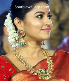 Actress Sneha in an antique gold mango mala studded with uncut diamonds, rubies and emeralds paired with matching heavy jhumkas. Jewelry Design Earrings, Gold Earrings Designs, Rose Gold Earrings, Gold Jewelry, Gold Designs, Diamond Jewelry, Beaded Jewelry, Indian Jewellery Design, Indian Jewelry