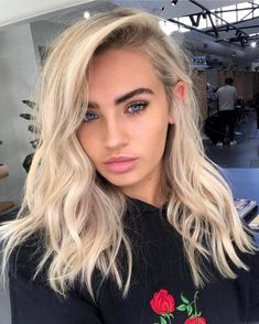Shop our online store for blonde hair wigs for women.Blonde Wigs Lace Frontal Hair Champagne Hair Color From Our Wigs Shops,Buy The Wig Now With Big Discount. Ash Blonde Hair Dye, Light Blonde Hair, Blonde Hair Looks, Thick Blonde Hair, Blonde Hair Extensions, Blonde Hair Color Natural, Ash Blonde Balayage Short, Healthy Blonde Hair, Blonde Vs Brunette