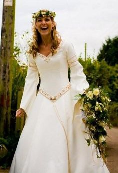 I have decided to feature a couple of dresses to inspire you and this month I have chosen a dress from the popular medieval wedding dress fi. Viking Wedding Dress, Renaissance Wedding Dresses, Celtic Wedding, Wedding Gowns, Elf Wedding Dress, Renaissance Gown, Wedding Bride, Medieval Fashion, Medieval Dress