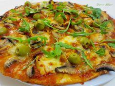 Pizza au poulet, champignons et roquette