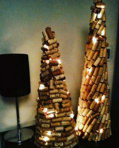 Não tinha espaço para a arvore tradicional! Fiz eu mesma... Cork tree for christmas time