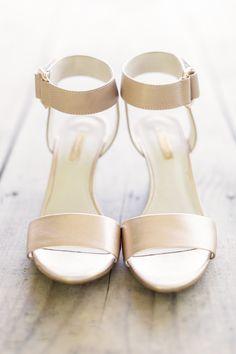 Sleek, simple shoes | Photography: Mary Otanez Photography - www.maryotanezphotography.com/