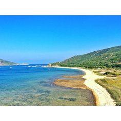 """Essa area já está na ponta da língua para quando vierem com o """"To indo pro Vietnã quero uma praia tranquila qual você recomenda?"""" // This is the spot i'll be recommending to people who ask me about beautiful beaches in Vietnam #beautifulbeach #calmbeach #vinhhy #vinhvinhhy #vinhhybay #daobinhhung #binhhuong #vietnã #deplam"""