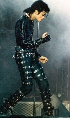 Michael Jackson from Bad era on stage!