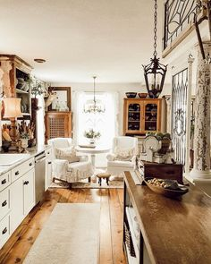 Are you searching for ideas for farmhouse living room? Browse around this site for unique farmhouse living room pictures. This specific farmhouse living room ideas seems to be entirely terrific. Vintage Farmhouse Decor, Farmhouse Style Kitchen, Vintage Home Decor, Country Kitchen, Vintage Modern, Farmhouse Design, Vintage Kitchen, Modern Farmhouse, Vintage Items