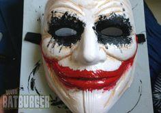 Batman DIY : réaliser un masque de Joker à partir de V pour Vendetta en 3 étapes