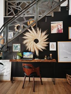 Discover recipes, home ideas, style inspiration and other ideas to try. Vintage Interior Design, Vintage Home Decor, Vintage Room, Deco Studio, Retro Vintage, Modern Room, Living Room Chairs, Interior Architecture, Minimalism