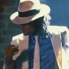Dedicated to King and Queen Michael Jackson Smooth Criminal, Michael Jackson Quotes, Michael Jackson Bad Era, Beautiful Person, Beautiful Men, Mj Bad, Duck Face, Arte Sketchbook, The Jacksons