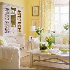 Salón con  paredes amarillas y muebles blancos / Yellow Shabby Chic Living Room Ideas