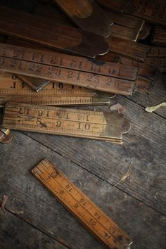 ::I have one of these that my great grandfather made. A yard stick that folds! How kool!