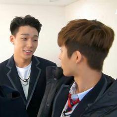 Double B staring at each other K Pop, Winner Ikon, Weekly Idol, Double B, Hanbin, Just Friends, K Idols, Funny Memes, Funny Gifs