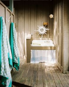 The Best Beach Houses Around the World: Kids and guests can wash the sand and salt away in an outdoor bathroom on the Carolina coast.