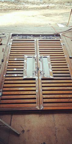 Iron Main Gate Design, House Main Gates Design, Front Gate Design, Door Gate Design, Door Design Interior, Iron Window Grill, Window Grill Design Modern, Grill Door Design, Gate Designs Modern