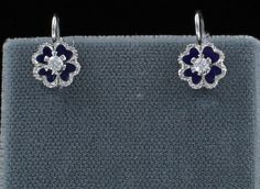 Southern Classic Jewelry -  USA Period:	CONTEMPORARY Material:	18KT WHITE GOLD Stones:	.10 CT ROUND DIAMONDS Condition:	STUNNING DIAMOND EARRINGS IN A CLOVER-LIKE DESIGN WILL DANGLE FROM YOUR EARS BEAUTIFULLY. THEY ARE CRAFTED IN 18KT WHITE GOLD WITH BLACK ENAMEL IN THE BACKGROUND OF THE PIECE AND ARE SET WITH .10 CT TW OF ROUND DIAMONDS. THE HANGING LENGTH OF THESE DELIGHTFUL EARRINGS IS 3/4 INCH.  	$625.00