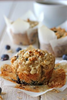 Blueberry Oatmeal Muffins with Granola Crumb Topping. i also added brown sugar to some of the muffins toppings. Made 12 standard size muffins and 12 mini muffins. Blueberry Oatmeal Muffins, Blue Berry Muffins, Oat Muffins, Blueberry Breakfast, Muffin Recipes, Breakfast Recipes, Breakfast Carbs, Breakfast Muffins, Cupcakes