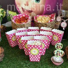 Masha e Orso: una festa nel bosco - Party Shop di Melusina Feste Masha And The Bear, Hello Kitty, Bear Birthday, Maya, Party Themes, Disney, Sweet, Montessori, Ideas