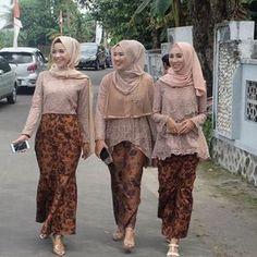 Dress party wedding tulle skirts 42 ideas for 2019 Model Kebaya Brokat Modern, Model Kebaya Muslim, Kebaya Modern Hijab, Kebaya Hijab, Model Rok Kebaya, Muslim Dress, Kebaya Lace, Batik Kebaya, Kebaya Dress