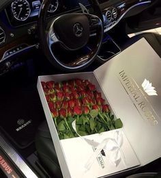 long stemmed roses for valentine's day Roses Valentines Day, Flower Box Gift, Gift Flowers, Red Flowers, Birthday Goals, 22nd Birthday, Luxury Flowers, Luxe Life, Designer Purses