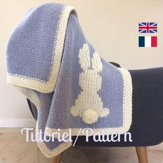 This blanket is the ideal gift for baby! Its size is perfect to wrap baby up from birth to his first years. Languages : French & English Finished size of the blanket : 27 x 35 inches Material : Neddles US 13 – Baby Knitting Patterns, Baby Patterns, Crochet Patterns, Blanket Patterns, Kids Blankets, Knitted Baby Blankets, Manta Crochet, Crochet Baby, Intarsia Knitting